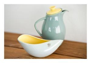 Diana coffee pot & vase