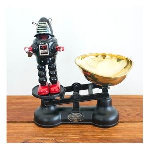 Kitchen scales & Robbie the robot