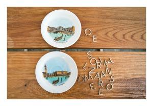 Retro Venice souvenir plates