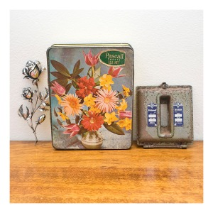 Retro sweet tin