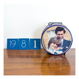 Charles & Diana biscuit tin [1981]