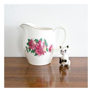 Waratah jug, Ridgway Pottery 1952